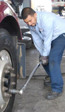 Experienced fleet service repair technicians